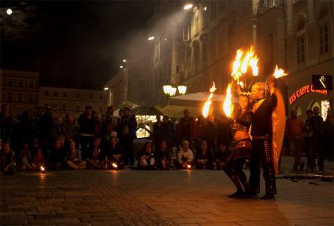 Выступление с огнем на фестивале в Линце Австрия