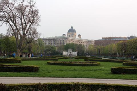Парк Фольксгартен в Вене