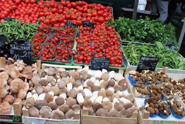 Рынок Нашмаркт в Вене -грибы на прилавке